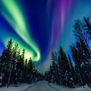 La mayoría de los colores presentes en una aurora boreal es causada por el nitrógeno.