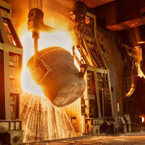 En la industria de la transformación del acero se utiliza nuestro oxígeno para favorecer la eficiencia de la combustión, así no es necesario el uso de combustibles fósiles, haciendo el proceso más amigable con el medio ambiente.