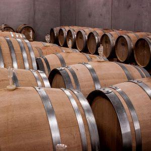 El argón es empleado en la elaboración de vinos para desplazar el oxígeno de los barriles previniendo la formación de vinagre.